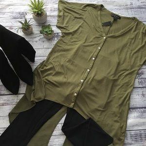 V Neck button down short sleeve shirt w tails